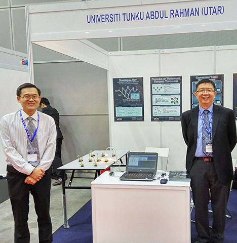 From left: Dr Gan, and Dr Liew with their winning entry at the exhibition