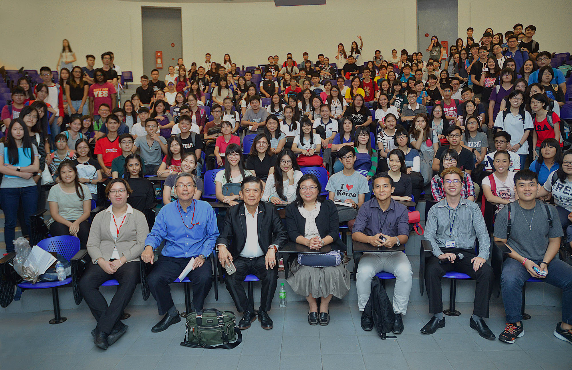Front row, from second left: Ching, Datuk Seri Kwok and Dr Au Yong with all the participants at the end of the talk