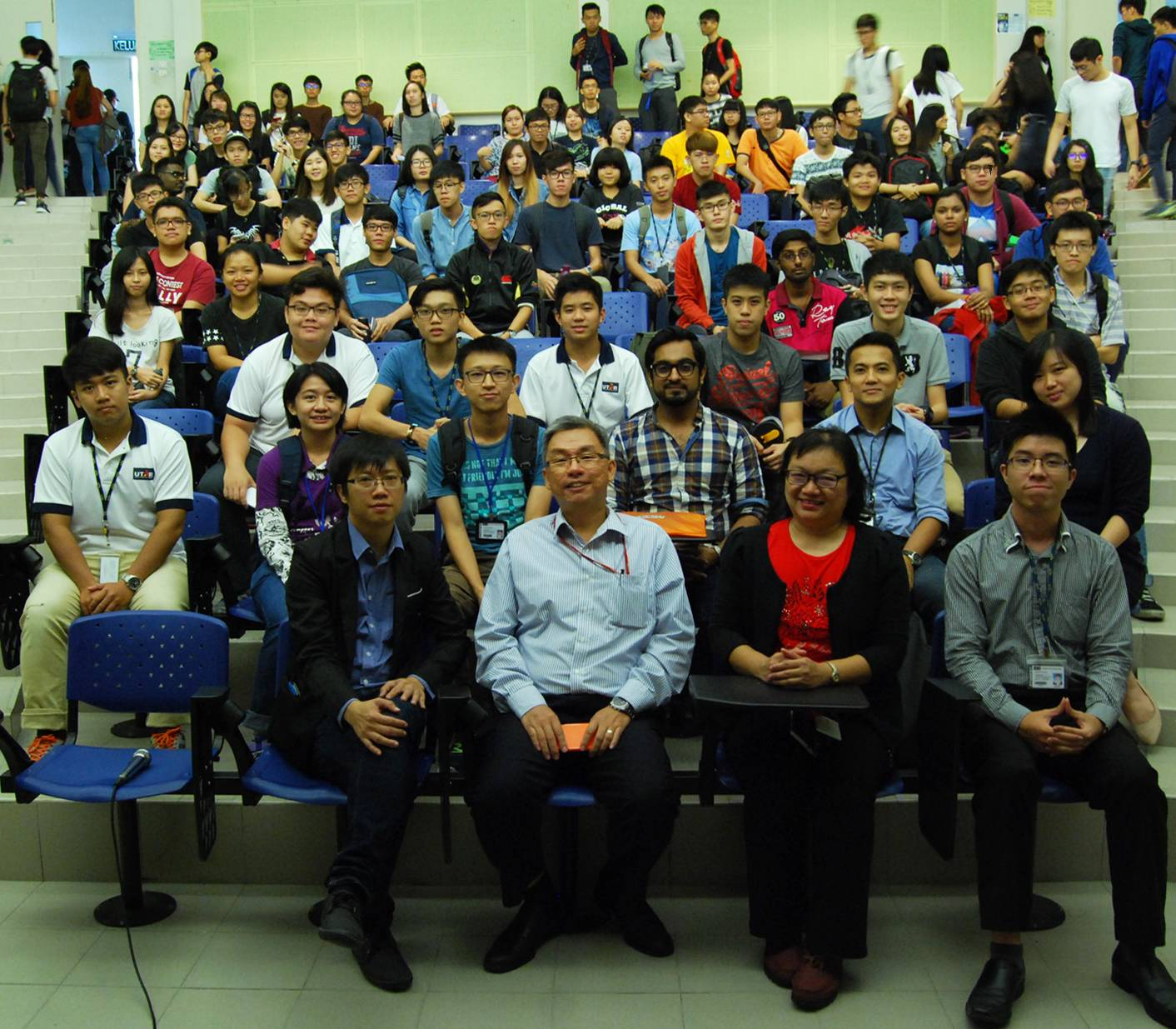 Jacky Cheng with the participants